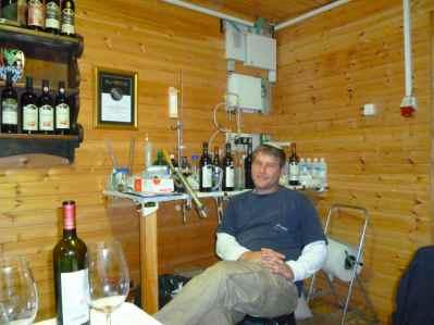 Gvaot Winery hand